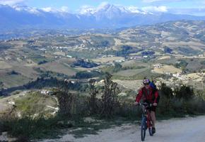 ABRUZZEN-Biketouren: GPS selfguided Trekking Bike Tour Bild 0